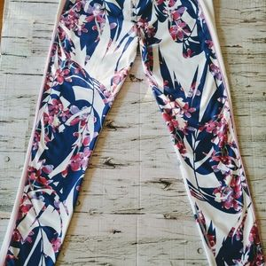 ✨ Floral Fabletics Leggings